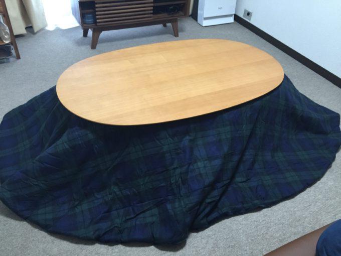 中も楕円用のこたつ毛布入れました。 布団も毛布も薄いけど温かい。