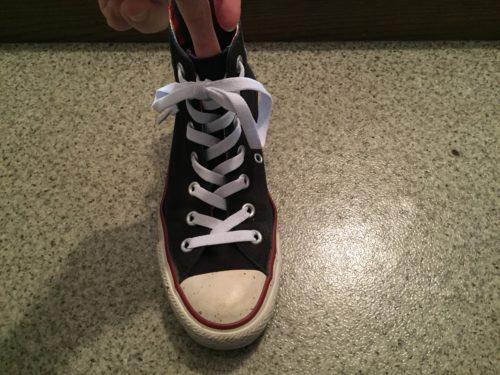 伸びる靴ひも キャンドゥ 100円 スニーカー ハイカット