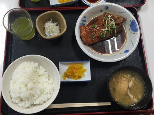 小田原漁港 魚市場食堂 駐車場 金目煮定食