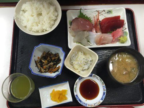 小田原漁港 魚市場食堂 駐車場 上刺身定食