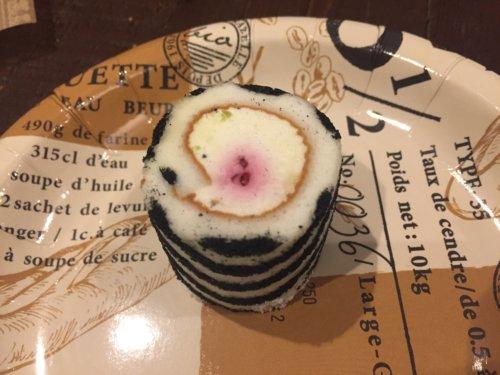 irina イリナ ロールケーキ タワー 口コミ 女子会 サブライズ イベント バースデーケーキ お土産