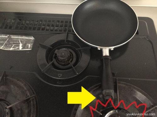 ダイソー フライパン 卵焼きフライパン フッ素樹脂コーティング 300円 サイズ おすすめ ガスコンロ用 14cm 20cm 22cm サイズ 蓋 IH 小さい 100均 注意 臭い 燃える