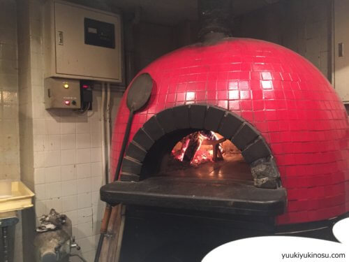 ピザ&ワイン バル Tempters (テンプターズ) 横浜 神奈川 関内 ピザ 500円 安い コスパ イタリアン レストラン おすすめ ワイン 安い メニュー 窯焼き