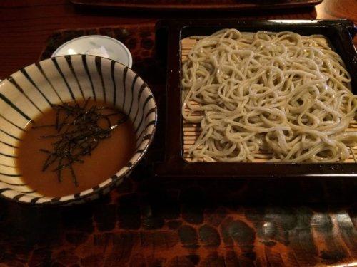 熱海 ドライブ 日帰り コース 来宮神社 蕎麦 ランチ 温泉 食べ歩き いちごボンボンベリー 商店街 おすすめ やまといも蕎麦